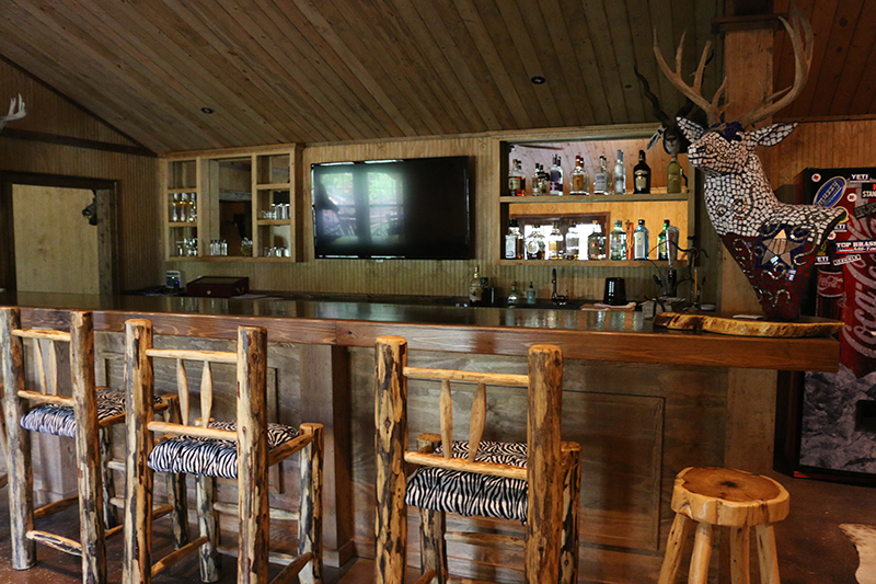 Texas Hunt Lodge Bar TV